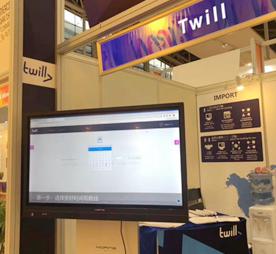 荷兰参展企业Twill特为为客户演示操作2_276.jpg